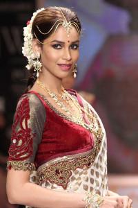 Indian bridal jewellery by Swarovski at the IIJW 2014