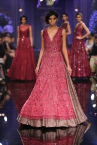 Day 5-Show 8- Lakme Absolute Grand Finale by Manish Malhotra - Facebook16