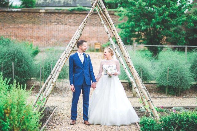 Jacob and Pauline photography - bride and groom wedding photoshoot